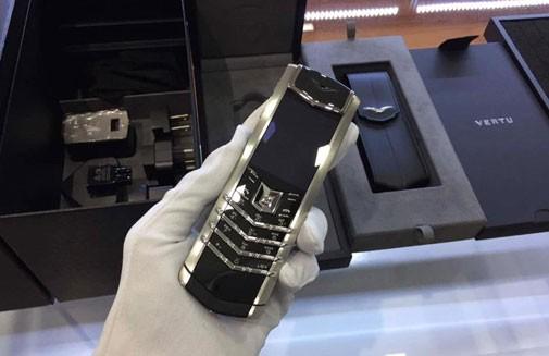 Mặc dù đắt đỏ song điện thoại Vertu chính hãng chưa bao giờ thôi hấp dẫn